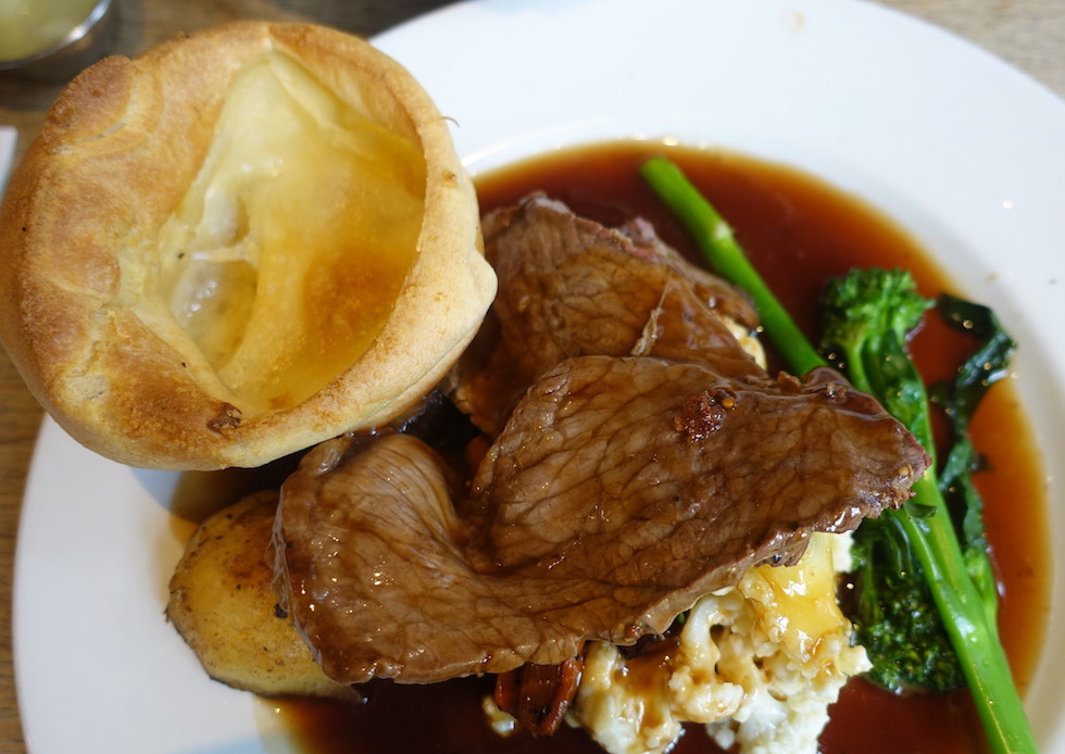sunday roast beef with yorkshire pudding
